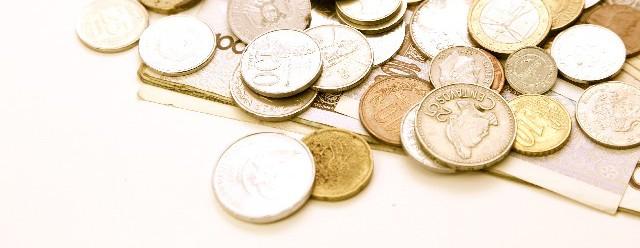 外国のお金が散らばっている